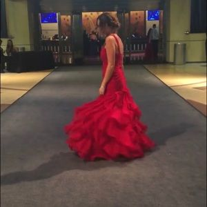 Dresses & Skirts - Red ruffled prom dress
